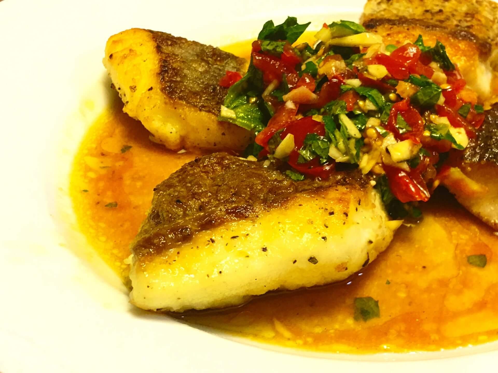 テーブルマナーにおける魚料理の画像