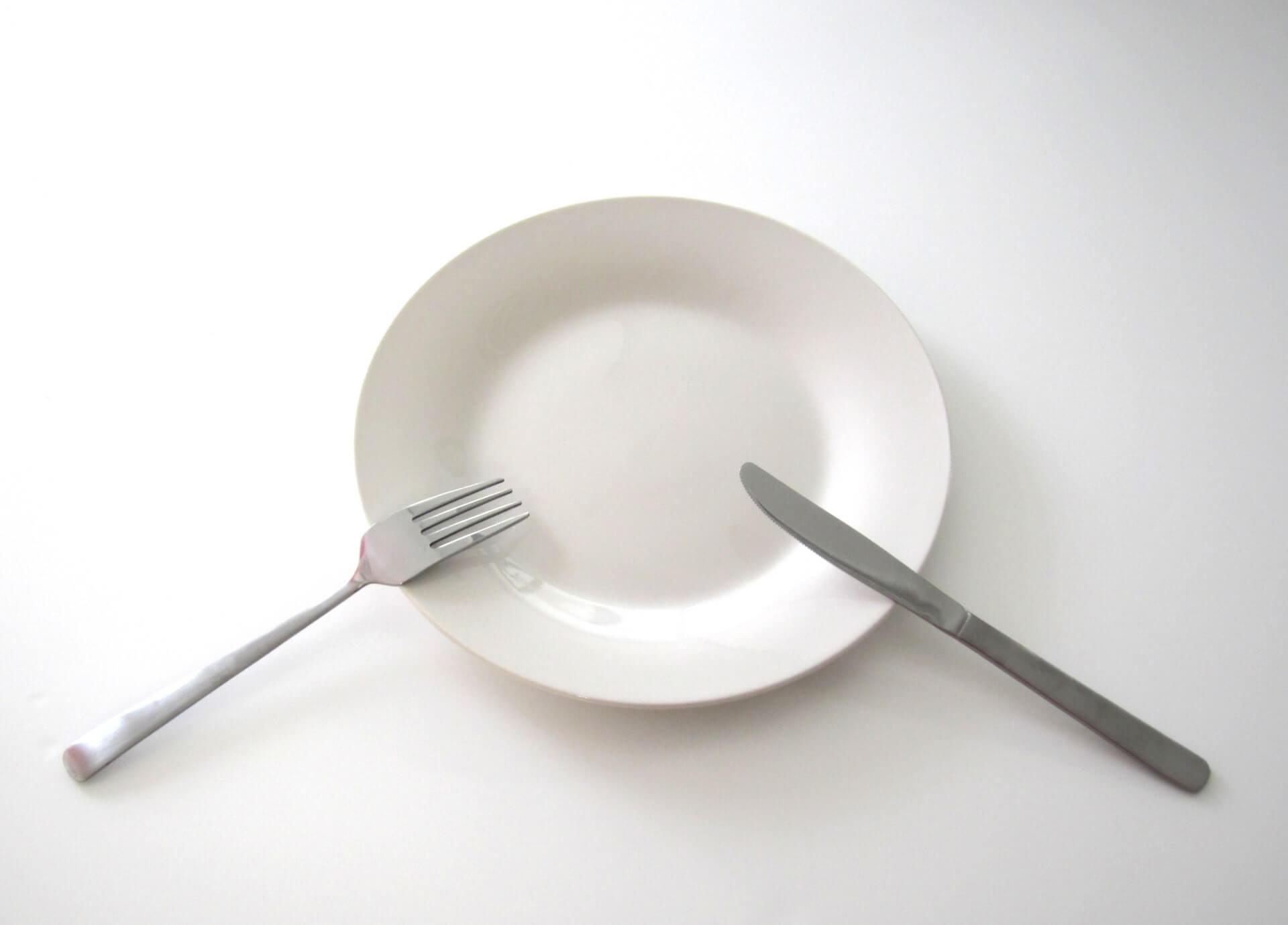 テーブルマナーにおけるお皿のマナーの画像