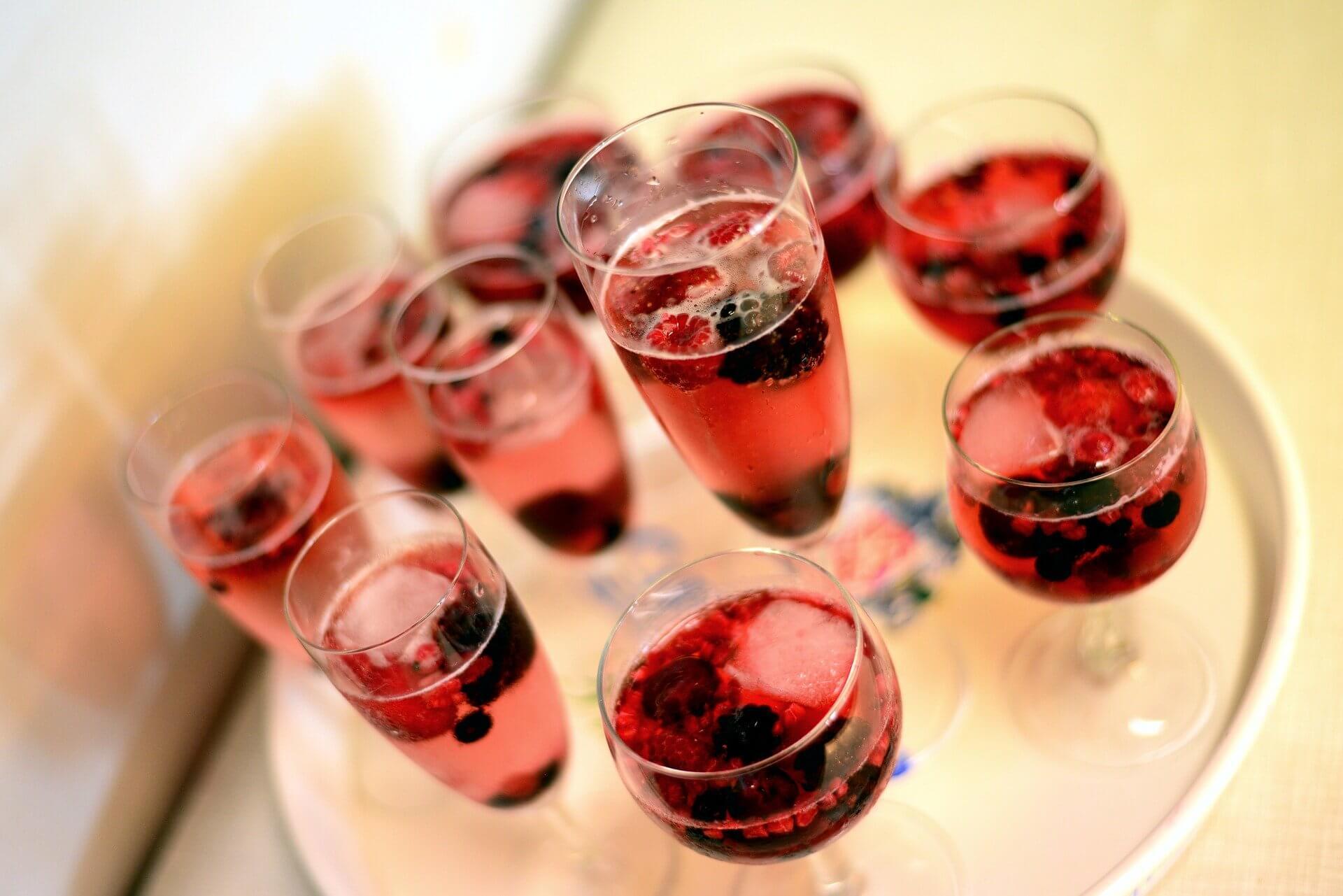 テーブルマナーにおける飲み物の頼み方の画像